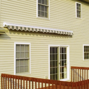 closed-retractable-awning